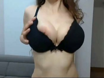 Hot Sexy Girl Fingaring And Showing Her Booms On Web Camara